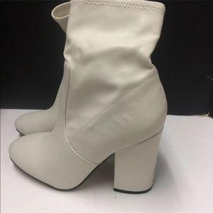 Ladies Off White Fashion Boots Size 7